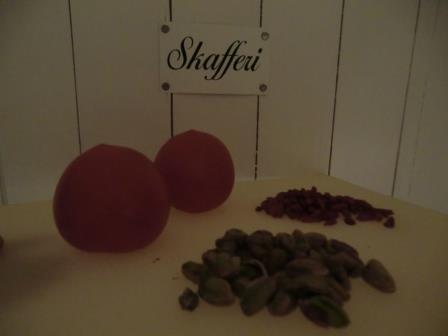 ca 2 tomater, 35 gram pistasch nötter och 20 gram Goji bär. Babyspenat bladen slut.